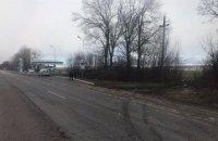 В Черновицкой области из-за непогоды на трассу упали провода высоковольтной линии