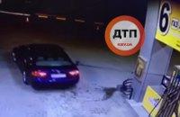 На АЗС на трасі Київ - Житомир водій забув вийняти пістолет з бака і влаштував пожежу