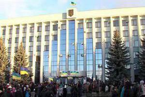 Митингующие захватили Ровенскую ОГА