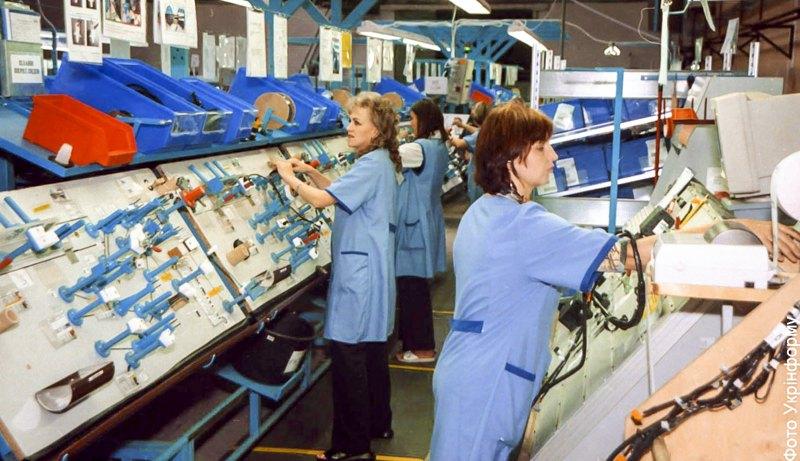 Лінія заводу німецької фірми 'Леоні АГ' з виробництва кабельних мереж для автомобілів у Стрию, 2003 р