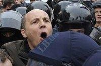 Нардепы получают смс-сообщения с призывами покинуть Майдан, - Парубий