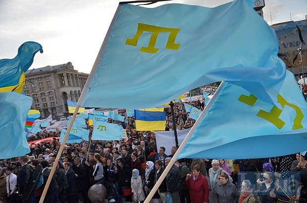 Митинг с флагами крымских татар в Киеве