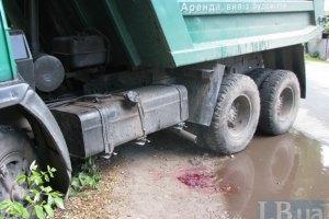 В Киеве КамАЗ сбил на зебре пожилую женщину
