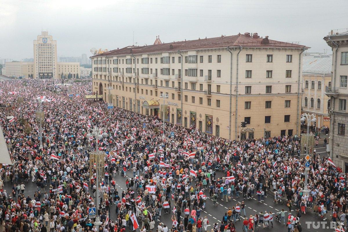 Пятнадцатый день протестов. Стотысячная толпа на площади Независимости