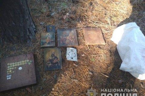 В Харьковской области мужчина украл из храма девять икон