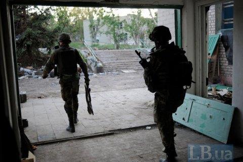 За добу на Донбасі загинув один український військовий, вісьмох поранено