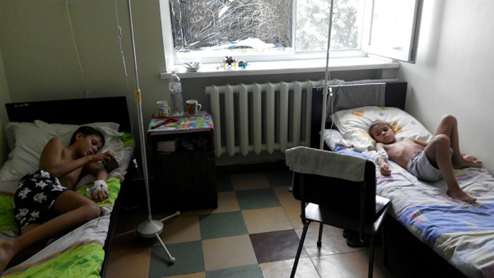 Братья Семенихины Артем и Дмитрий с диагностированым муковискидозом во время поддерживающей терапии