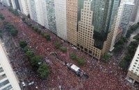 """Мільйонний парад у Ріо на честь перемоги """"Фламенго"""" в Копа Лібертадорес вилився у жорстку конфронтацію з поліцією"""