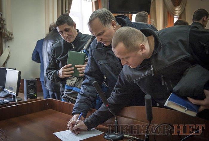 Зліва-направо: екс-беркутівці Євген Антонов, Микола Тягнирядно та Андрій Дідюк після засідання суду 14 грудня 2016