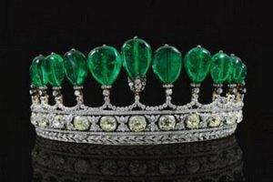 Диадема с бриллиантами и изумрудами поставила рекорд аукционов