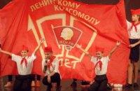 """В Севатополе дети в """"буденовках"""" и гимнастерках отметили честь 100-летие комсомола"""
