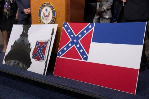 Последний американский штат отказался от эмблемы конфедератов в своем флаге