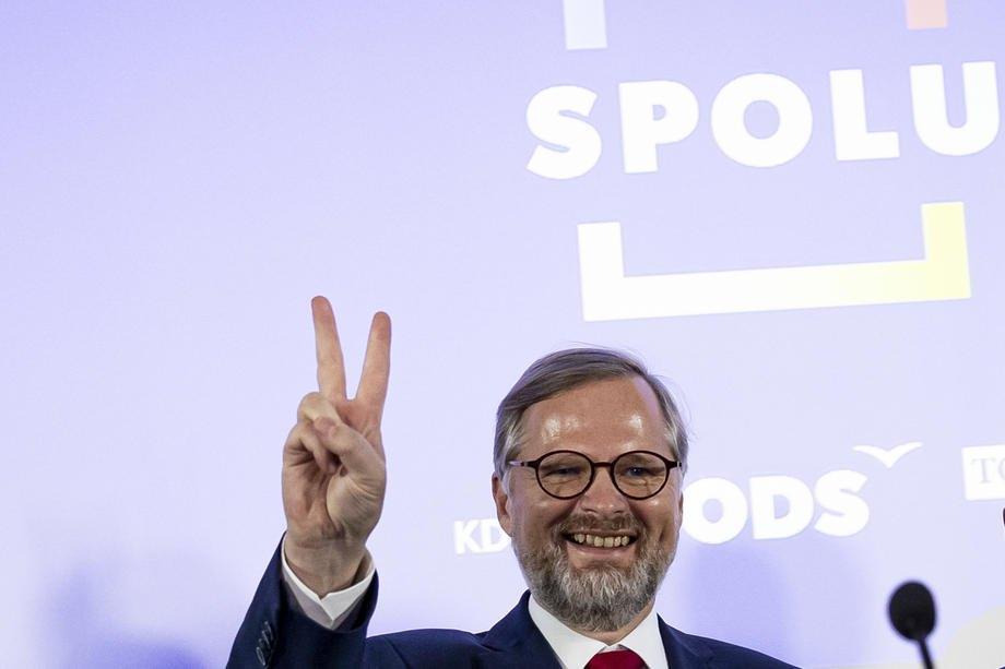 Петр Фіала, лідер Громадянської партії (ODS) і кандидат на посаду прем'єр-міністра від коаліції SPOLU, виступає на виборчому заході руху SPOLU у Празі, 9 жовтня 2021 року.