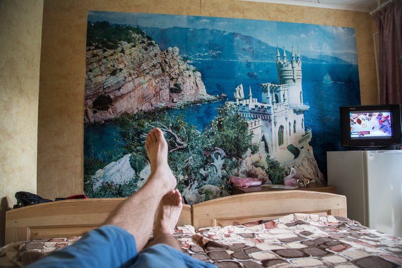 Фотошпалери з кримським Ластівковим гніздом в номері