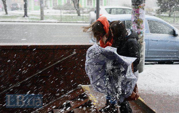 Или просто - слово, обозначающее снег, который всегда выпадает внезапно