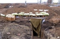 Жители села у Мариуполя засыпали блиндаж, вырытый военными