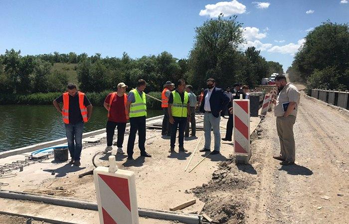 Під час інспекції ремонту мосту та підходів до Новокаїрської та Милівської балок на автомобільній дорозі Т-04-03 Мар'янське – Берислав.