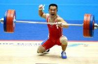 Штангист из КНДР поднял штангу в 3 раза превышающую собственный вес, попутно установив два мировых рекорда на ЧМ