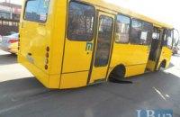 На Троещине в Киеве у маршрутки на ходу отвалились задние колеса