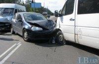 У Києві через маршрутку зіткнулися три машини