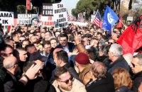 На антиправительственные протесты в Албании вышло более 10 тыс. человек