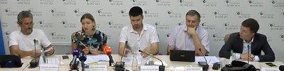 http://ukr.lb.ua/news/2019/06/26/430530_translyatsiya_kruglogo_stolu.html