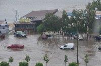 У Запоріжжі через сильну зливу паралізовано рух транспорту