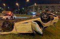В Киеве на Гагарина перевернулся автомобиль, одна пассажирка погибла, а водитель скрылся