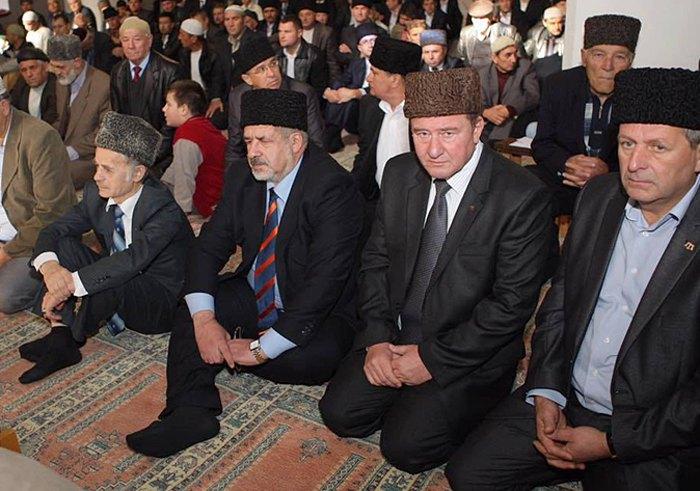 Справа-налево: Ахтем Чийгоз, Ильми Умеров, Рефат Чубаров и Мустафа Джемилев