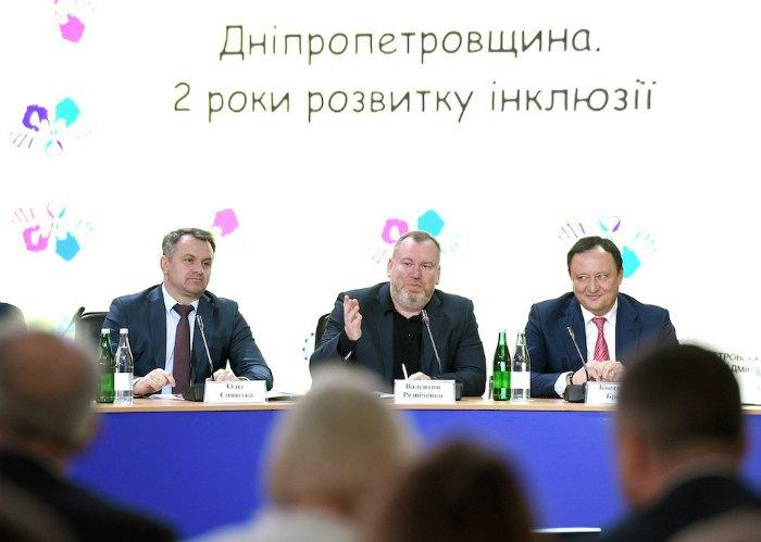 Валентин Резніченко (в центрі)