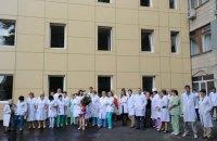 Дірки у бюджеті закривають звільненнями лікарів