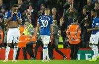 В Англійській Прем'єр-Лізі судді 2 хвилини не могли відновити гру через чорного кота, який вибіг на поле