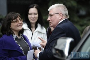 Опозиція збирає підписи проти Януковича заради піару, - регіонал