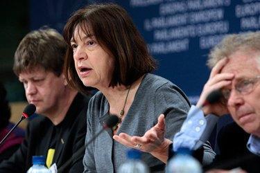 Ввести персональні санкції у справі Савченко важко, але ЄС мусить вимагати її звільнення, - Хармс