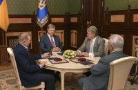 Порошенко обговорив з трьома екс-президентами розвиток України