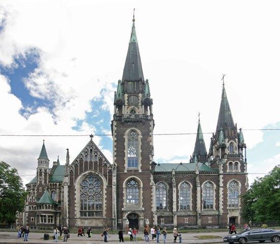 Костел святих Ольги та Єлизавети у Львові(1911), перша назва – Костел Святої Єлизавети, на честь Єлизавети (Сісі) Габсбурґ загинула від рук італійськогоанархіста Луїджі Лючені 1898 року.