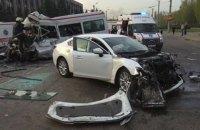 В Кривом Роге в ДТП с участием маршрутки, автобуса и иномарки погибли 8 человек