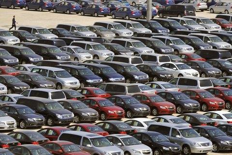 У Кабміні пообіцяли вивчити законопроект про тимчасове ввезення авто