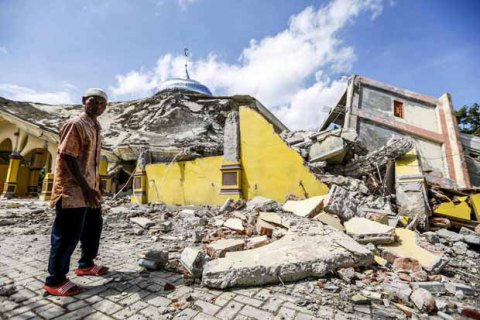 ВИндонезии случилось  мощное землетрясение, есть погибшие