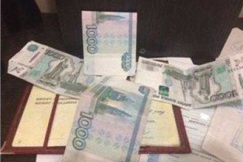 Громадянка України намагалася вивезти дитину до Криму за хабар