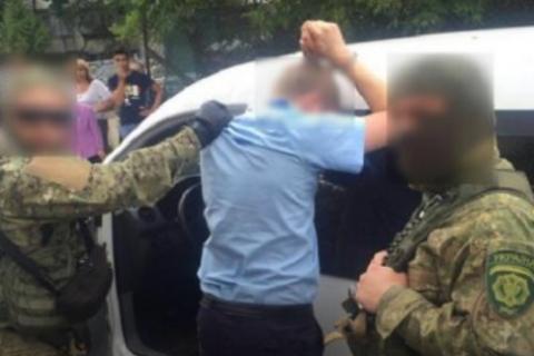 Затриманий за хабар львівський митник мало не збив поліцейського, утікаючи від правоохоронців