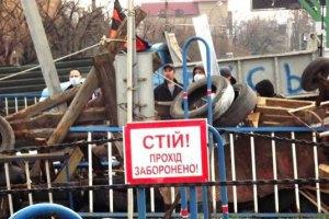 Біля захопленої будівлі СБУ в Луганську збільшилася кількість мітингувальників