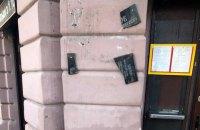 """Житель Одессы, насмотревшись """"Джокера"""", разбил памятную доску погибшему проукраинскому активисту"""