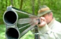 У Хмельницькій області чоловік випадково застрелив знайомого, який стояв біля мішені