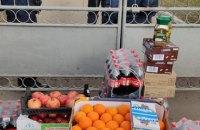 Переселенці з Донецька привезли продукти під санаторій у Нових Санжарах