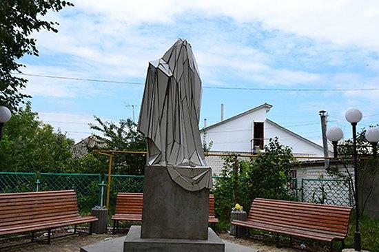 Скульптура Жанны Кадыровой в Шаргороде