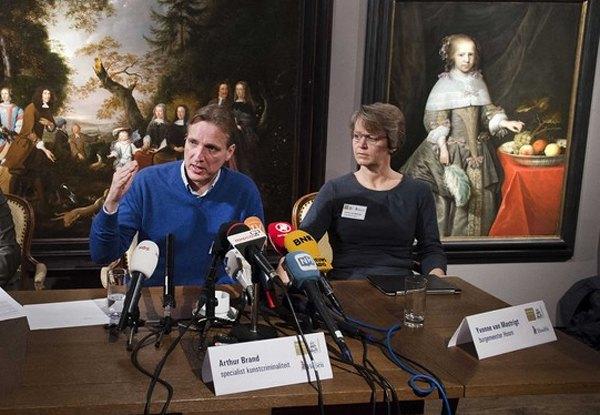 Артур Бранд під час прес-конференції