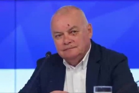 Російський пропагандист Кисельов повернувся з Криму з розбитим обличчям