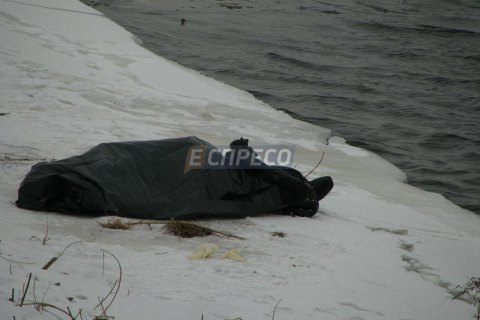 Чоловік стрибнув з мосту метро в Києві і розбився насмерть