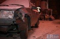 ДТП у Києві: BMW вилетів на тротуар, розбивши дві машини